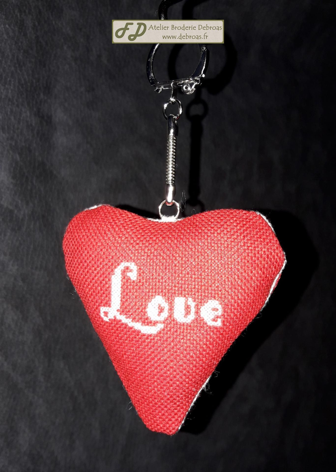 Coeur love blanc sur rouge