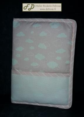 Lmc dm rs2597r protege carnet de sante nuage rose